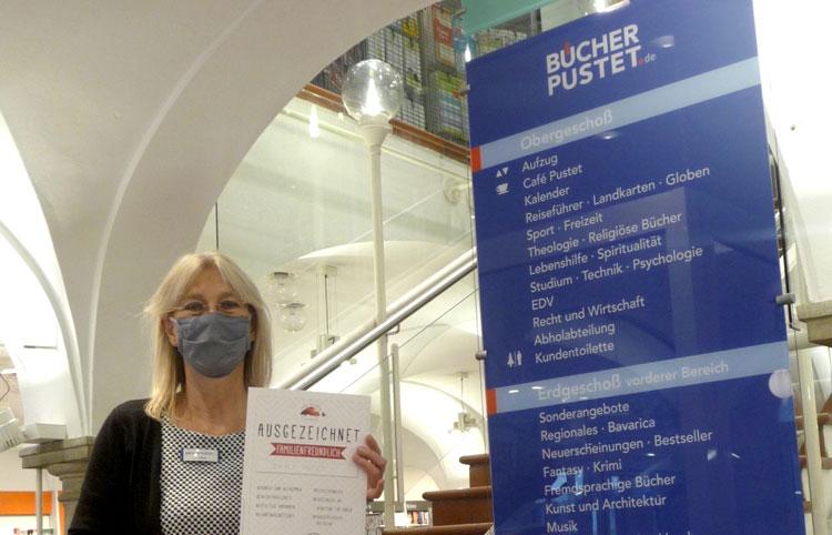 Mitarbeiterin von Bücher Pustet in Augsburg