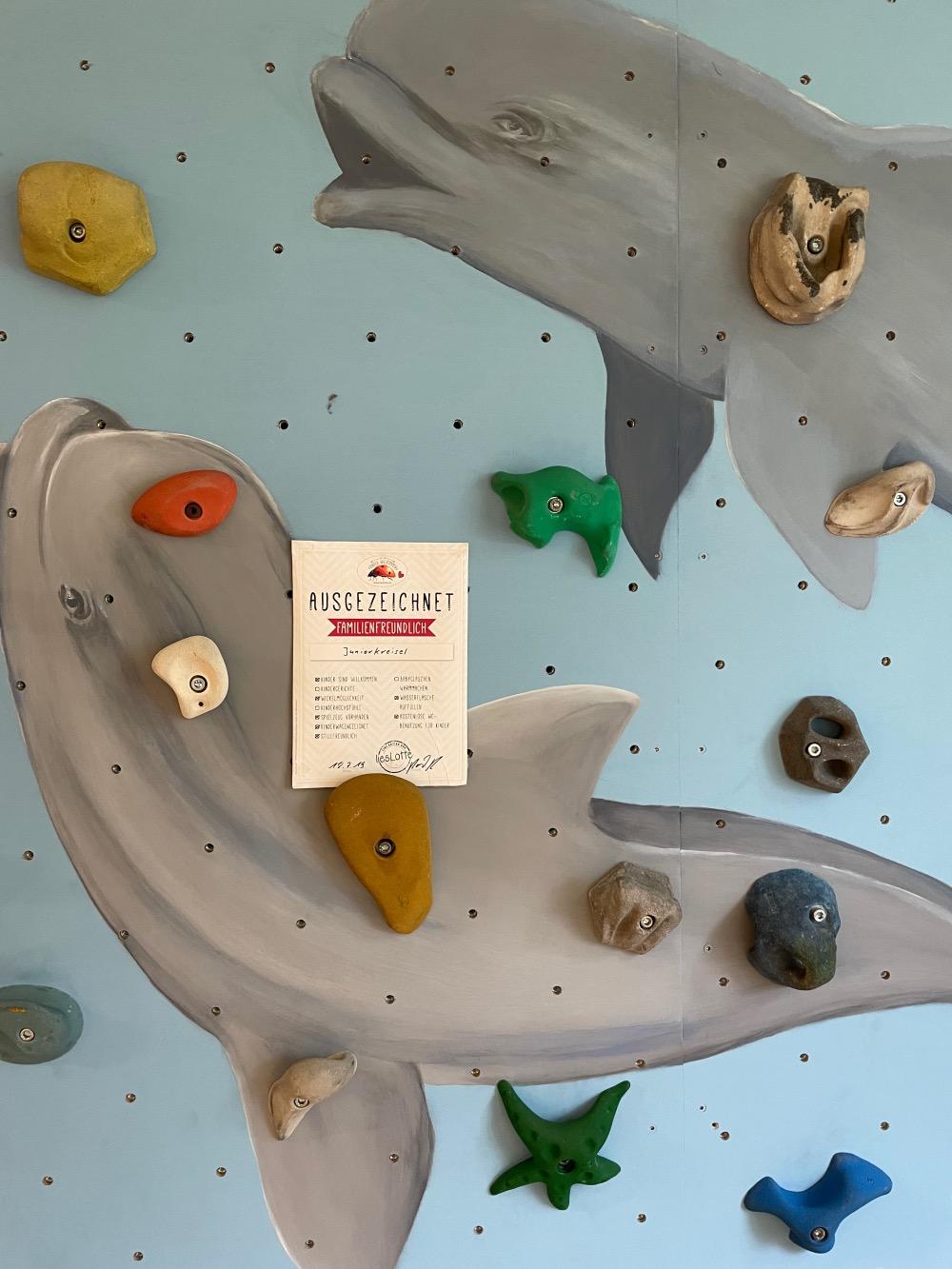 Kinder willkomen Urkunde an Kletterwand von Juniorkreisel Augsburg